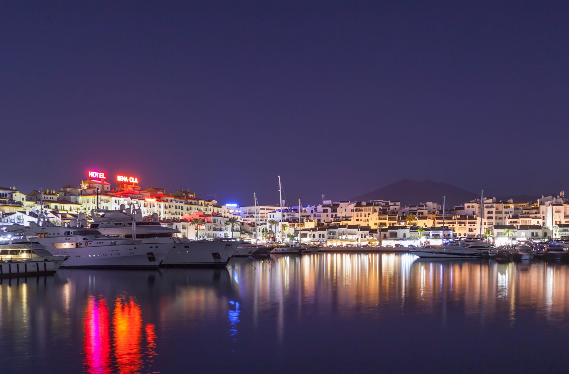 Do you need a transfer to Puerto Banús? Let us help!