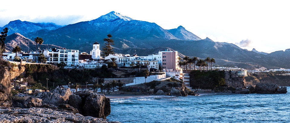 Transfer from Malaga airport to Nerja | What to do in the city?