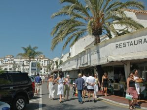 restaurants what to do in puerto banus foto