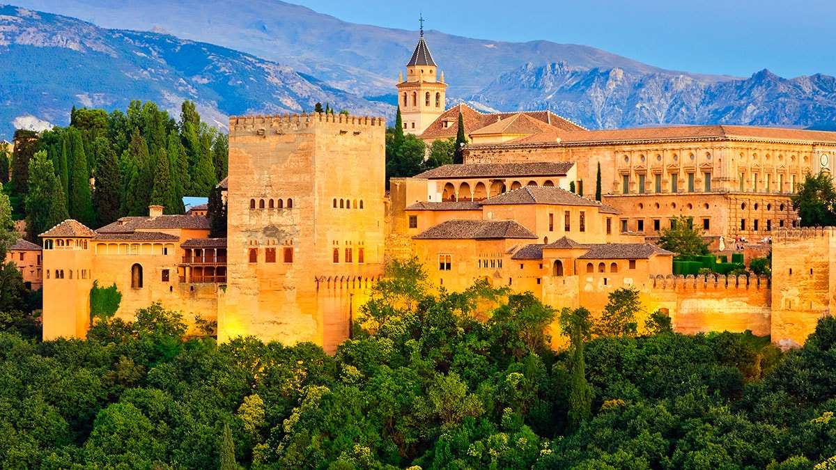 If you want a transfer to Granada contact our services! | Get more info here