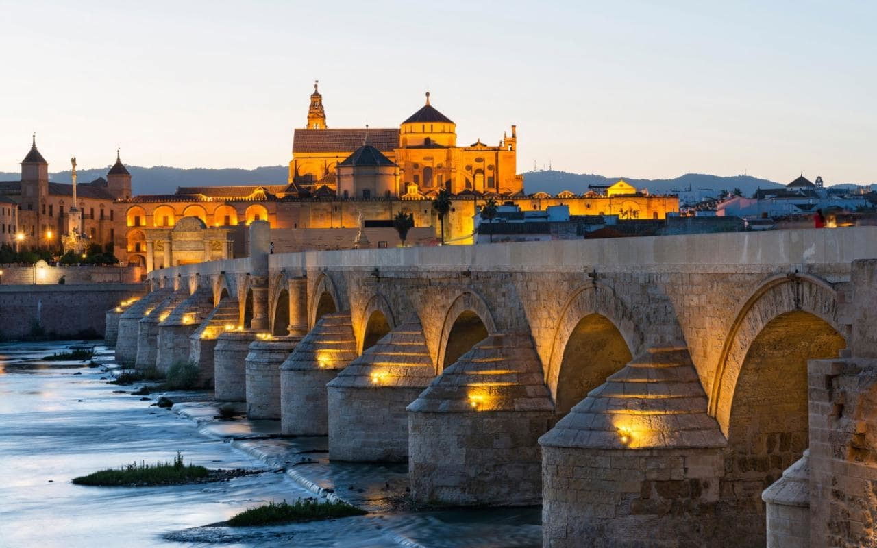 If you want a transfer to Córdoba from Malaga Airport, we got your back!