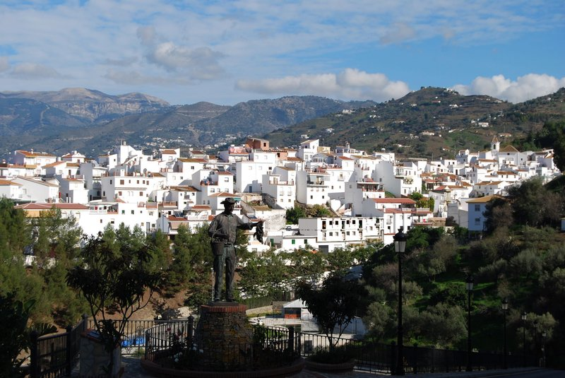 Are you searching for a transfer to Sayalonga from Malaga Airport?